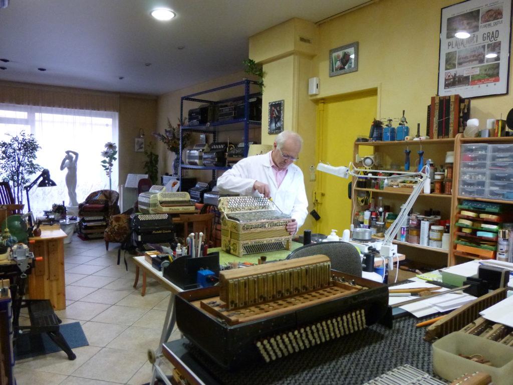 Vue de l'atelier de l'accordéon